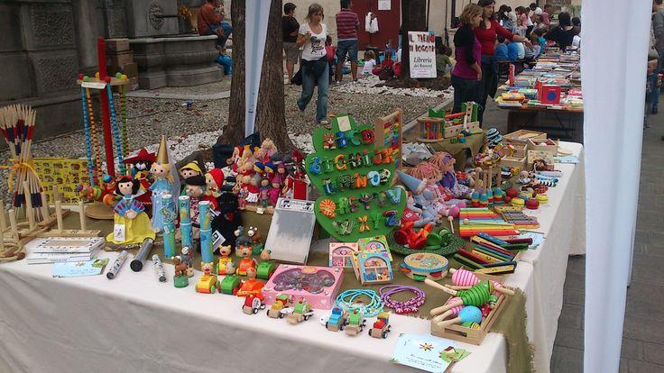 Ecco uno scorcio del nostro stand a Cison di Valmarino alla manifestazione Burattini in Libertà. Scopri i nostri giocattoli ecologici sul nostro negozio online http://www.giochiecologici.it/