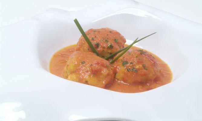 Receta de Albóndigas de pescado con salsa de piquillos