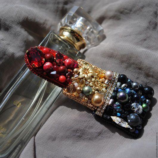 Брошь Помада с кристаллами Сваровски и натуральными камнями.