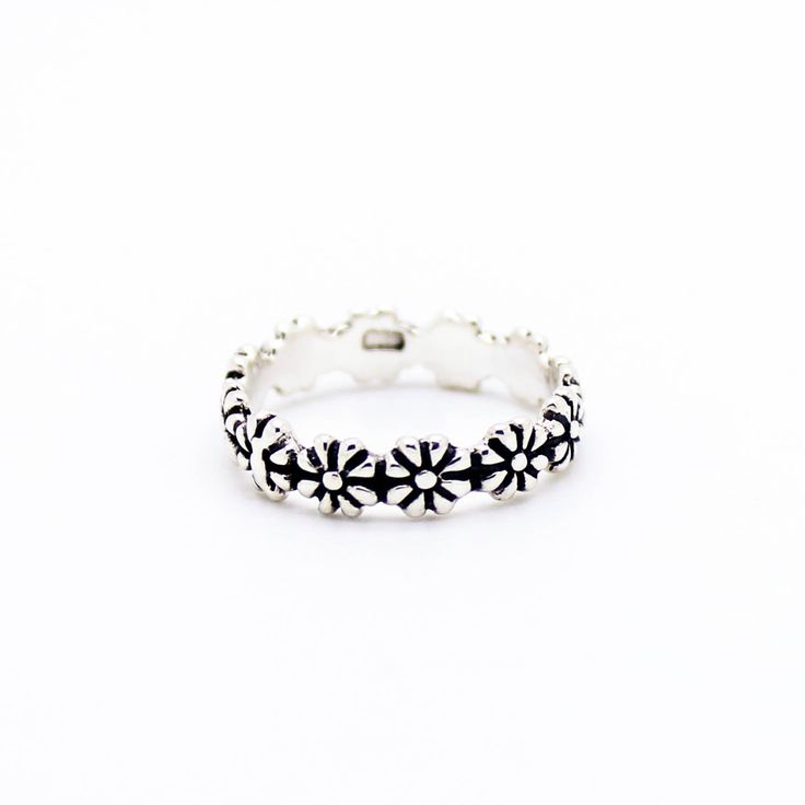 - .925 Sterling silver - Available for sizes US 5-8