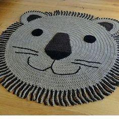 Muito lindo esse leãozinho ❤️ . . . By @tati_haekelt . . . #crochet #crochetaddict #crochê #yarnlove #yarn #trapillo #ganchilloxxl #ganchillo #fiodemalha #totora #penyeip #вязаниекрючком #uncinetto #inspiracao #inspiration #alfombra #tapetefiodemalha #rug #decor #instadecor #homedecor #decoration#häkeln #örgü #вязание #كروشية #decor