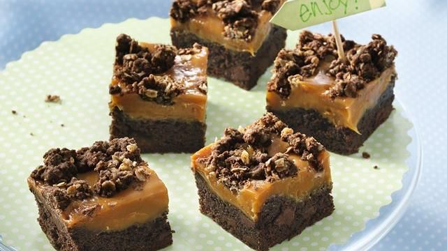 Gooey Caramel-Chocolate BarsCake Mixed, S'Mores Bar, Gooey Caramelchocol, Bar Recipe, Gooey Caramel Chocolates, Gooey Bars, Caramel Chocolates Bar, Bar Cookies, Caramelchocol Bar