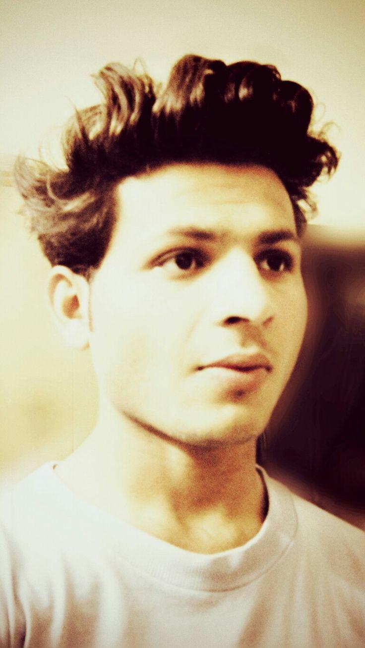 Quiff hairstyle for men #navdeep_amn #navdeep.amn@instagram/i.pinimg.com