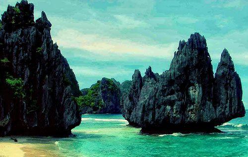 Wisata Menarik Raja Ampat – Raja Ampat merupakan salah satu kepulauan di Irian yang menyebar di wilayah yang sangat besar dan terdiri dari lebih dari 610 pulau. Empat pulau terbesar adalah Waigeo, Batanta, Salawati dan Misool. Wisata Menarik Raja Ampat adalah surga bagi pecinta snorkeling.