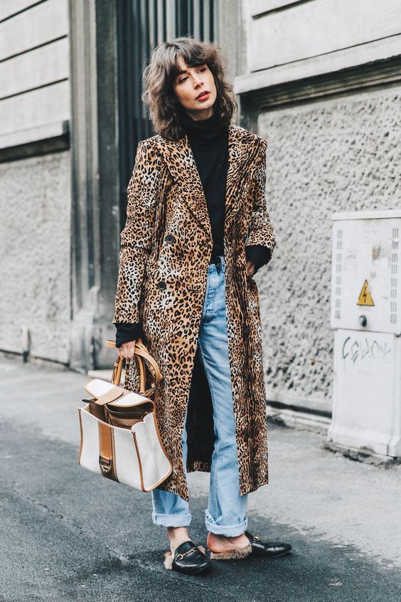 20642384caf ... in 2019 Leopard Coat What to Wear with your jeans Denim outfit ideas  Leopard outfit ideas Black turtleneck outfits Street style Gucci Prince  Slippers