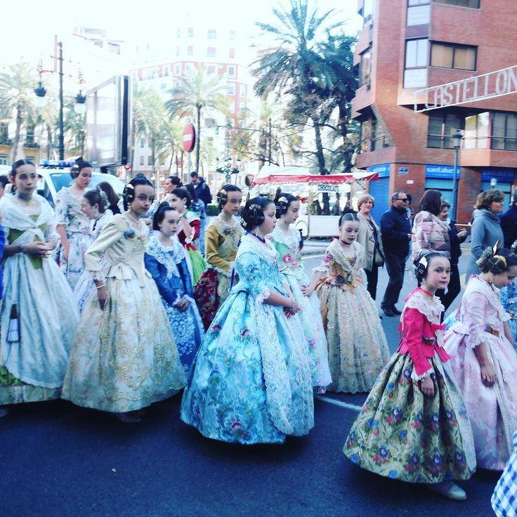 The parade at the fallas de Valencia      #2europeans #spain #españa  #valencia #europe #fallas2017 #fallas #parade #nofilter #amazing #views #city #citybreak #amazingpic #couple #hashtag #goals #instagram #picture  #lifestyle #travelphotography #travelgram #traveltheworld #trip #travelling #travel #world #worldtraveler #naturephotography #nature