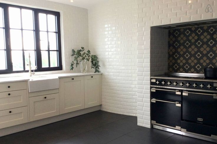 The beautiful Falcon convection oven is framed by traditional tile work and has a grilling oven as well as a warming oven. The induction cooktop keeps the kitchen cool.