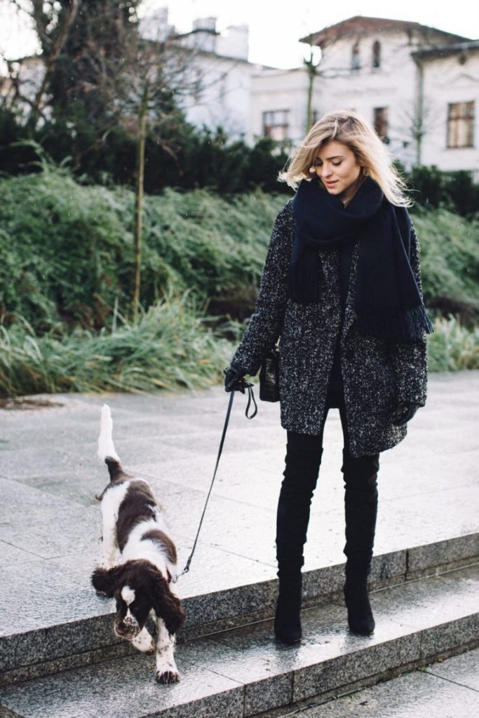 Katarzyna Tusk is rocking a classic winter style here, in a thick grey coat and a gorgeous chunky knit scarf to match. Wear a look such as this with skinny jeans or leggings and thigh high boots to get that sexy edge! Leggings/Boots: Mango, Purse: Zara, Coat: Answear.com.
