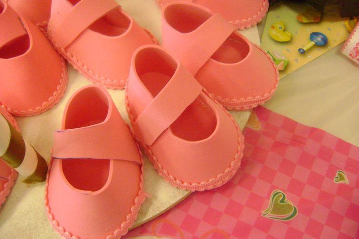 zapatitos goma eva para baby showers