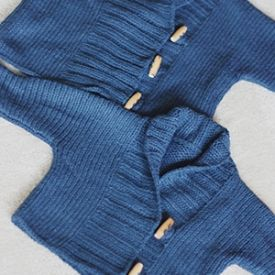 These easy baby sweaters are a fast knit and a perfect gift for the holidays! Includes link to pattern.