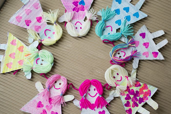 DIY Garland For Kids Made With Cardboard Dollies