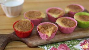 """Um bolo de coco low carb, molhadinho, estilo """"bolo gelado"""", sem carboidratos, que fica delicioso. Uma receita que vai encantar inclusive quem não está de dieta."""