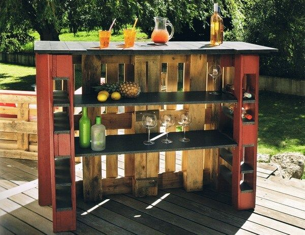 Here we came up to provide you a pleasure of outdoor garden bar at your own garden. Now enjoy your drinks, juices and much more in beautiful sunny weather. In the manufacturing of this pallets wood bar plan, we keep in it three layers of shelves for storage purposes and for the placement of your glass and bottles in a specific manner.