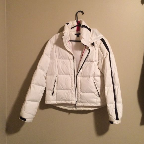 FINAL PRICE DROP- White Tommy Hilfiger Puffy Coat In Perfect Condition. Super Warm & Comfy! Tommy Hilfiger Jackets & Coats Puffers