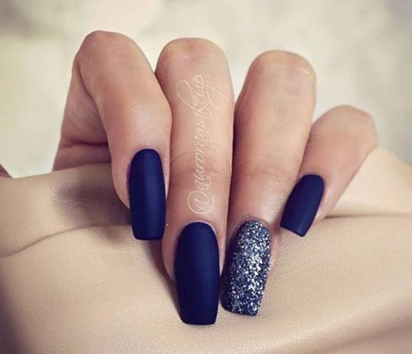Another elegant looking dark blue nail art design in matte polish. The combination of the matte and the glitter polish are striking contrasts that make the entire design look beautiful.