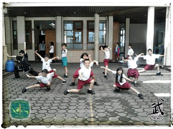 WUclass POSE in School Uniform!