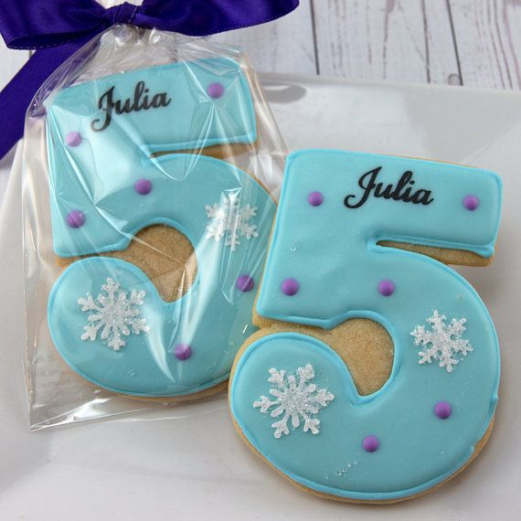 Pretty way to decorate frosted sugar cookies as a party favor for a Frozen Birthday Party