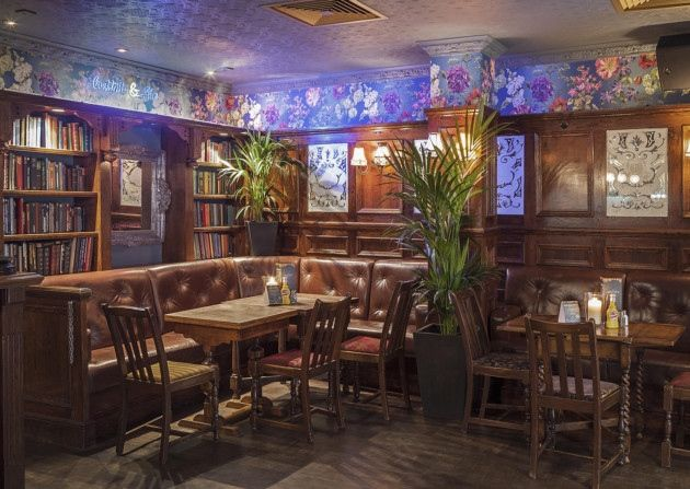 Grand Union, Chancery Lane. 50% off food. 4.5 stars. Looks pretty reasonable and really good reviews. Burgers & unlimited prosecco for £25.