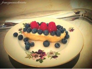 Francy non solo torte: Barchette di pasta frolla con crema, mirtilli e lamponi