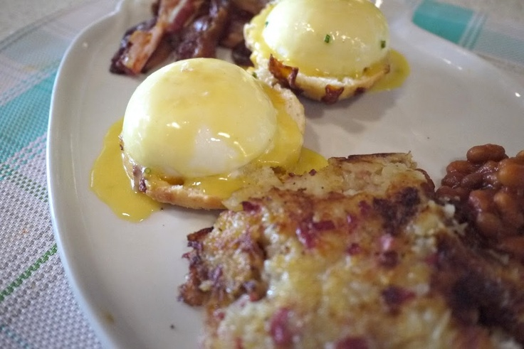 Le Gros Jambon uses cheddar biscuits in their Eggs Benedict