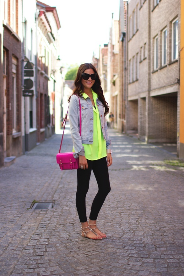 love the outfit! neon shirt <3: Black Leggings, Fashion, Style, Bag, Spring Summer, Outfit, Denim Jackets, Neon Shirts