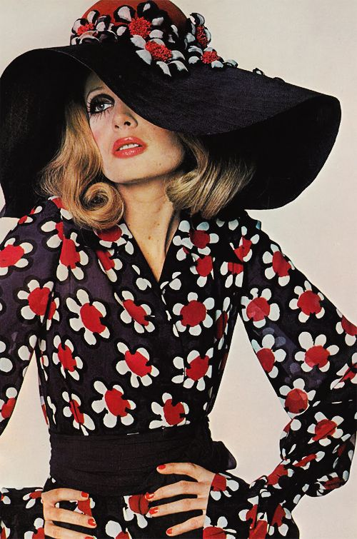 Looking forward to a brand new season full of red and black style setting. Inspiration: Sue Murray photographed by David Bailey for Vogue UK, March 1968 [x]