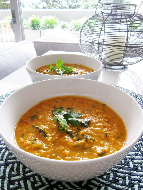 Coconut Curry Lentil Soup •1 tbsp coconut oil (or olive oil) •1 large onion, chopped •2 cloves garlic, minced •1 tbsp fresh ginger, minced •2 tbsp tomato paste (or ketchup) •2 tbsp curry powder •½ tsp hot red pepper flakes •4 cups vegetable broth •1 400ml can coconut milk •1 400g can diced tomatoes •1.5 cups dry red lentils •2-3 handfuls of chopped kale or spinach •salt and pepper, to taste •Garnish: chopped cilantro