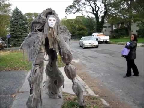 Google Image Result for http://s3.vidimg02.popscreen.com/original/33/d25FS3RVc000V0kx_o_creepy-creature-quad-stilt-costume-halloween-2011---.jpg