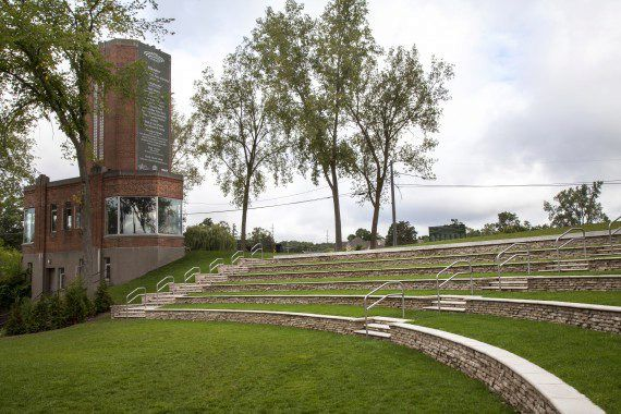 Unilock - Milford Ampitheatre with Rivercrest Wall in Michigan