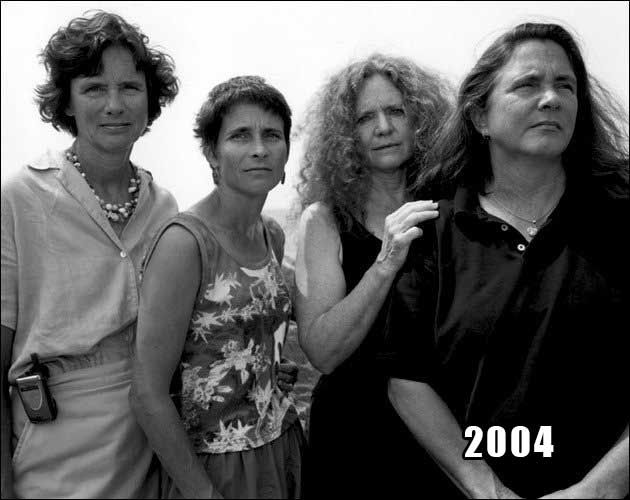 Amazing How These 4 Sisters Took The Same Photo For 40 YearsThirsty Scoop