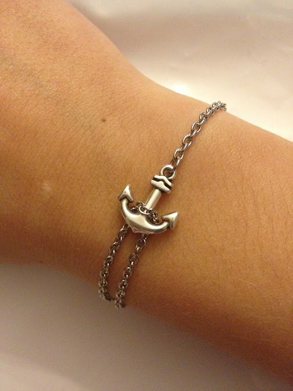 Quick, easy DIY anchor bracelet. So cute.