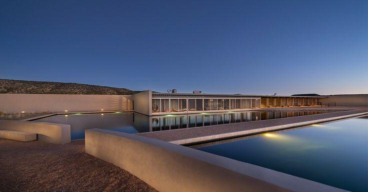 Signé Tadao Ando, le ranch de Tom Ford cherche un nouveau propriétaire. Pour les (riches) amoureux d'architecture et de grands espaces.