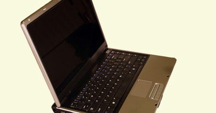 """Solución para portátil Toshiba que no enciende. Debido a un hardware defectuoso o una mala conexión, un ordenador portátil Toshiba puede no iniciarse después de pulsar el botón """"Encender"""". A veces, el ventilador puede empezar a girar y aparecerá la luz cerca de la base del portátil, pero la pantalla permanecerá en negro, lo que lleva a muchos usuarios a pensar que el portátil no está recibiendo ..."""