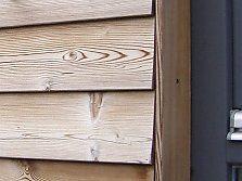 Holzfassade mit Stülpschalung