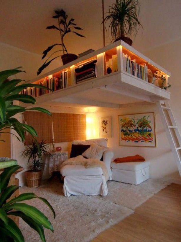 Een idee voor in huis met hoge ruimtes. een boekenkast boven een leeshoek.  Enigste nadeel, beperkte ruimte om boeken neer te zetten....(persoonlijke mening, gezien mijn eigen boekenkast.)