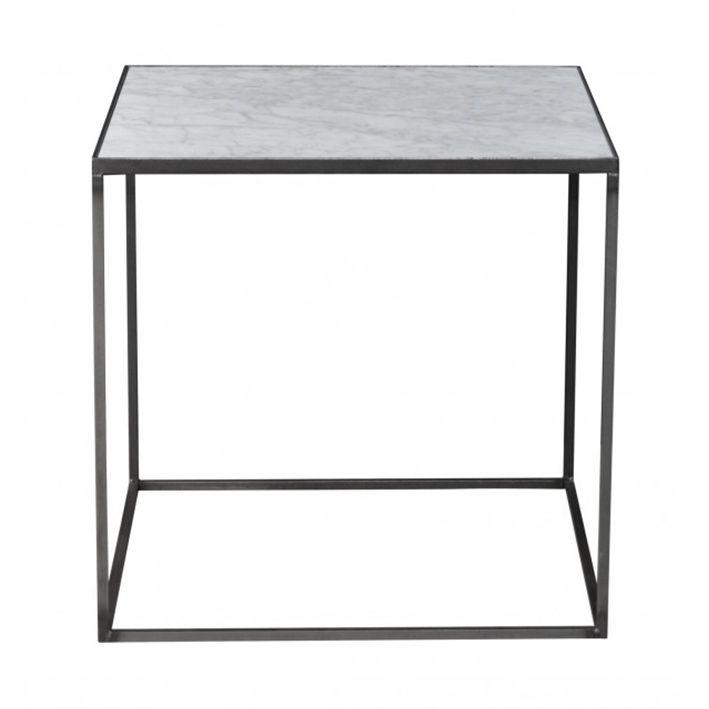 Smukt lille side/natbord fra Danske Clarrods. Denne model har helt klassisk hvid marmor, og massivt jernstel. Et bord du kan have glæde af i rigtig mange år.