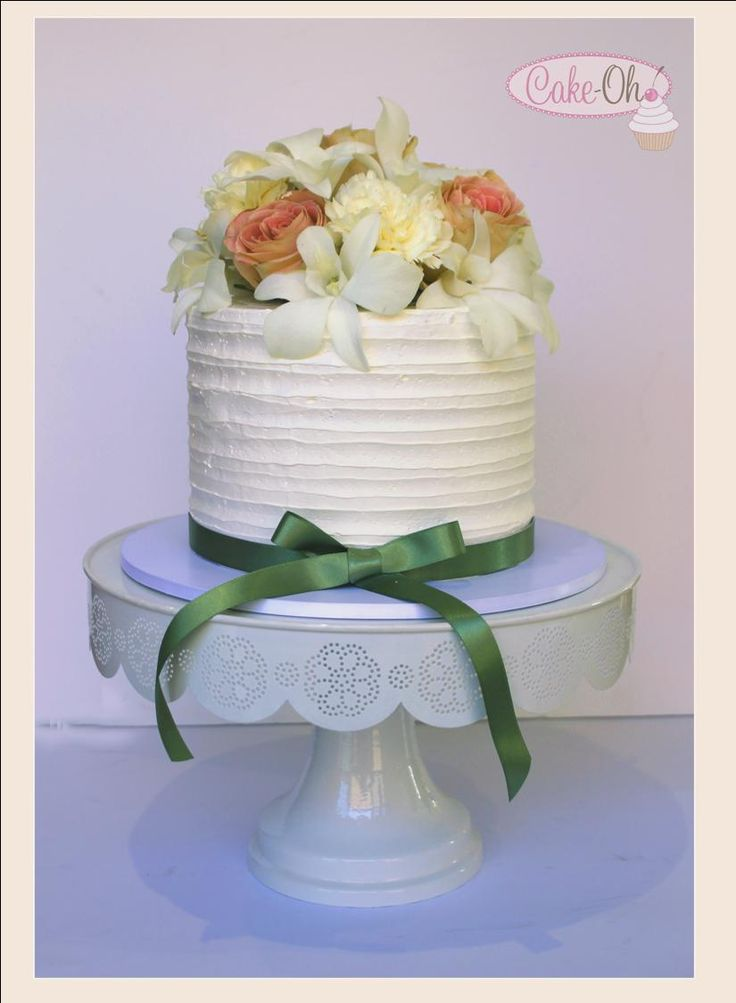 Buttercream Wedding Cake with fresh flowers. Extended single tier cake with fresh buttercream.