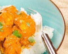 Poulet au curry antillais : http://www.cuisineaz.com/recettes/poulet-au-curry-antillais-13043.aspx
