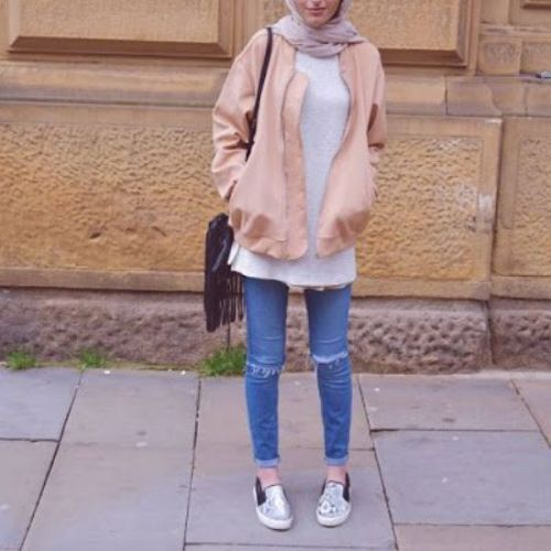 blush jacket hijab look- Hijab fashion inspiration http://www.justtrendygirls.com/hijab-fashion-inspiration/