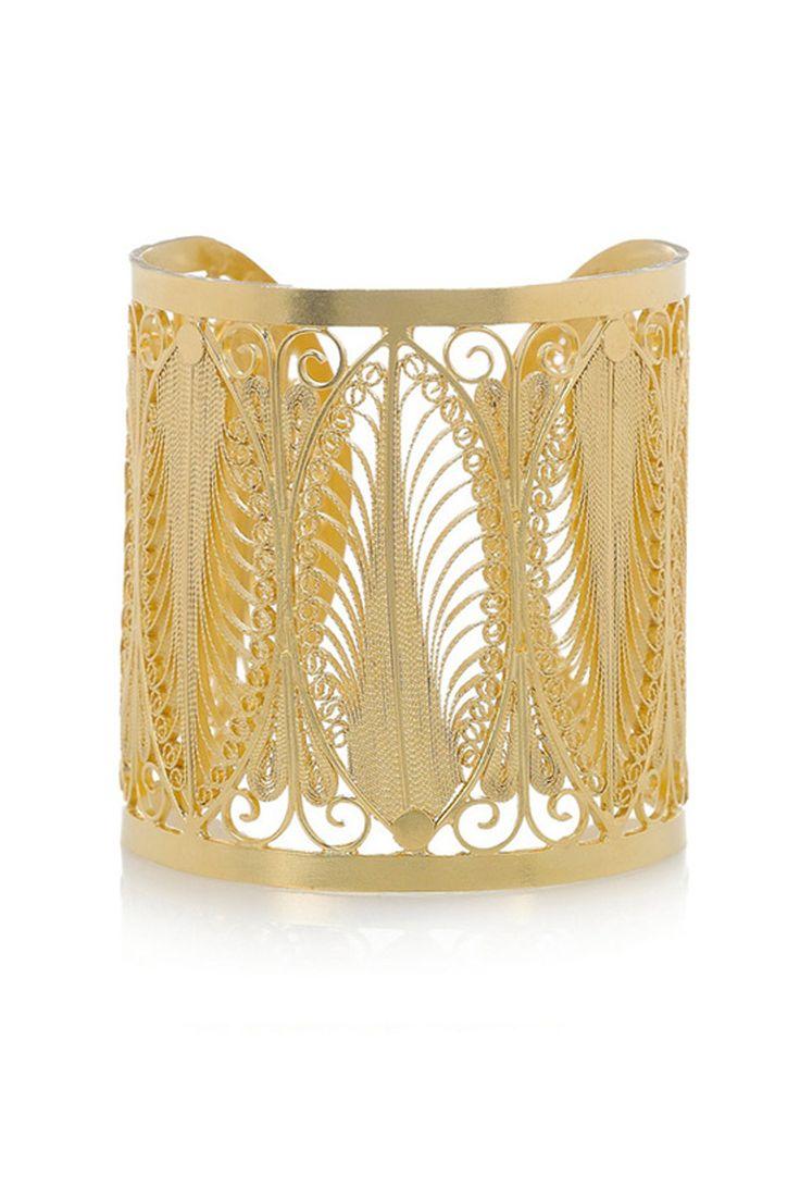 Brazalete rígido de plata bañada en oro de 24 quilates con filigranas conformando motivos naturales, de Mallarino