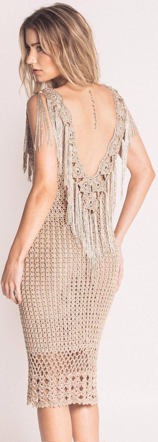 beige fringe crochet dress by Terezza - back                                                                                                                                                                                 Mais