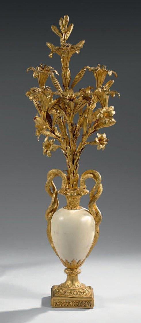 Important candélabre à cinq lumières en bronze ciselé et doré et marbre