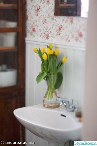 cath kidston,rutigt golv,linneskåp,blommig tapet,lantligt