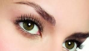 If you are looking for a way to grow your eyelashes, you are not alone.