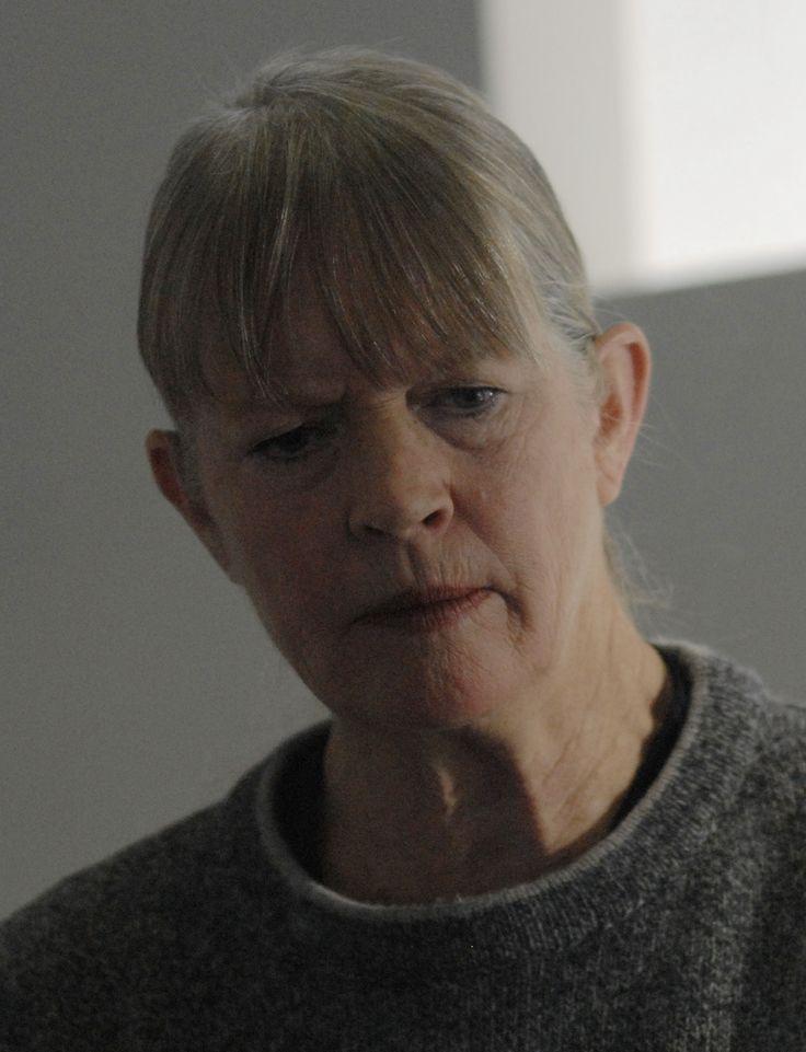 Socrata Thrace (Dorothy Lyman) - Humaine - Major, corps des marines coloniaux. Mère de Kara Thrace. Décédée des suites d'un cancer.