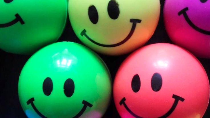 Neue Nachricht: Internationaler Tag des Lächelns: Wer hat eigentlich den Smiley erfunden? - http://ift.tt/2dCd2BD #aktuell