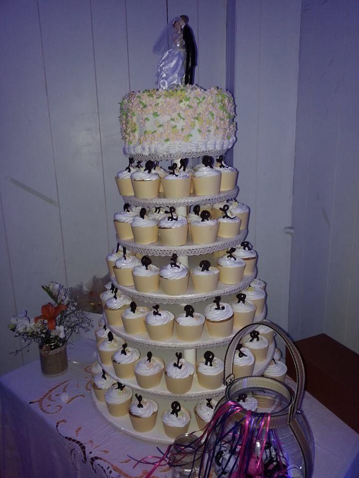Torta y muffins para casamiento