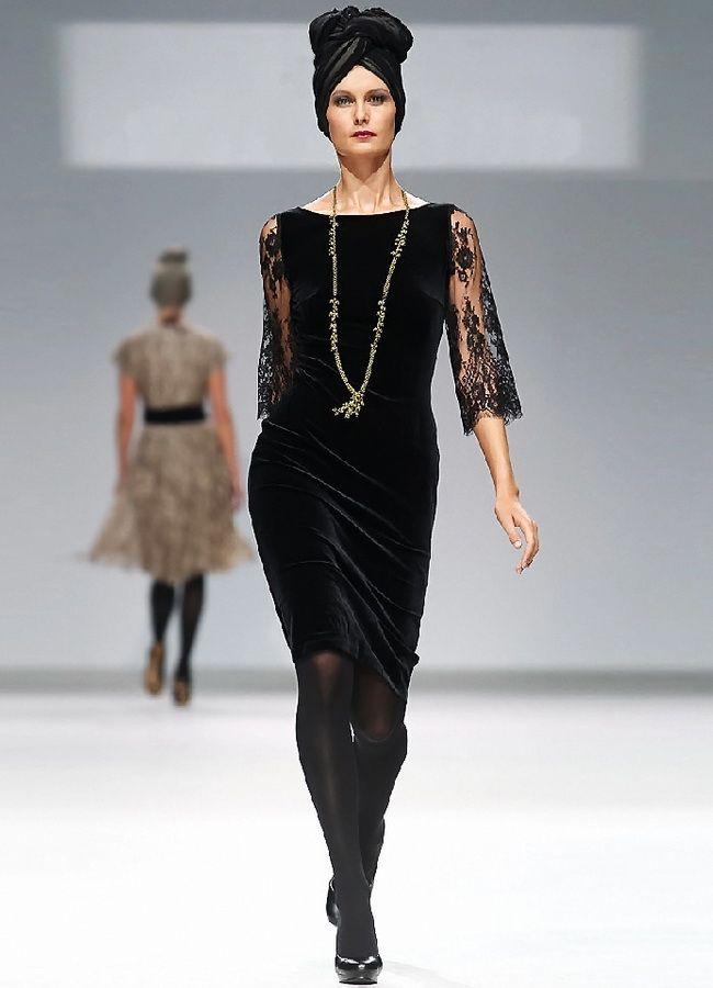 Платье из велюра с укарашениями