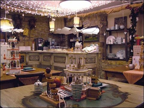 Hansel und Gretel. Alpine shop and strudel cafe