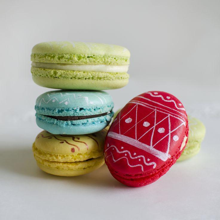 De Paste, ouale incondeiate pot avea si arome delicioase! Macarons in forma de oua de Paste, ideal e pentru desertul de Sarbatoare.   Pret: 5 lei.